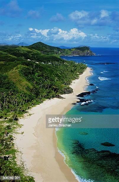 fiji,yasawa island,high view over tropical coastline - fiji imagens e fotografias de stock
