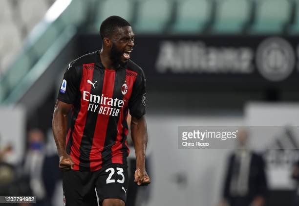 Fikayo Tomori of AC Milan celebrates a goal during the Serie A match between Juventus and AC Milan at Allianz Stadium on May 9, 2021 in Turin, Italy....