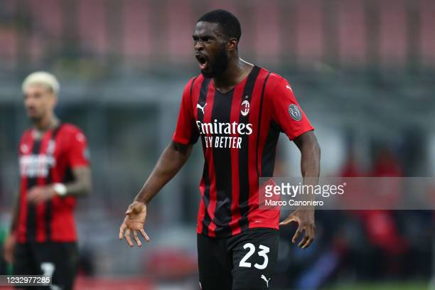 Fikayo Tomori of Ac Milan gestures during the Serie A match between Ac Milan and Cagliari Calcio. The match ends in a draw 0-0.