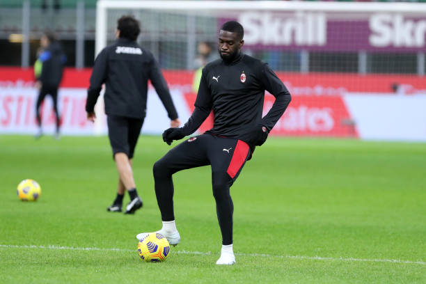 Fikayo Tomori of AC Milan warm up prior to the Serie A match between AC Milan and Atalanta BC at Stadio Giuseppe Meazza on January 23, 2021 in Milan,...