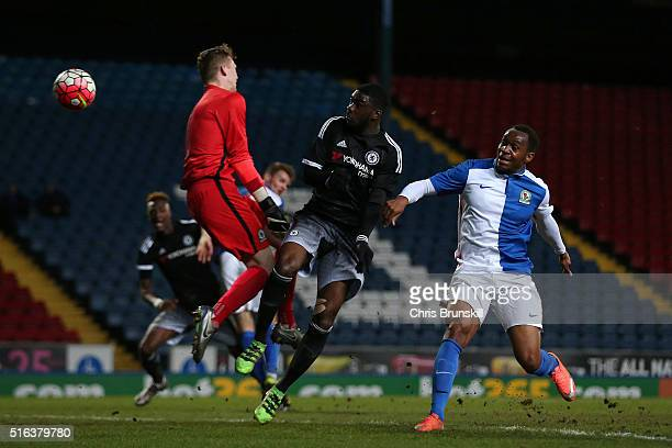 Fikayo Tomori of Chelsea heads his team's first goal past Andrew Fisher of Blackburn Rovers during the FA Youth Cup Semi Final First Leg match...