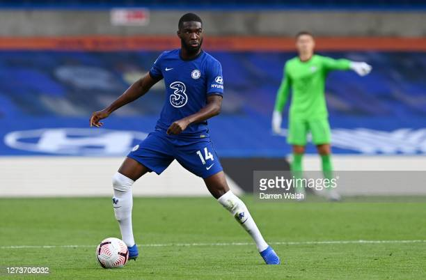 Fikayo Tomori of Chelsea runs with the ball during the Premier League match between Chelsea and Liverpool at Stamford Bridge on September 20 2020 in...