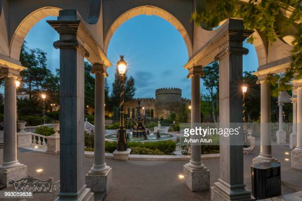 filarmonia fountain park at night next to the icheri sheher(old city), baku,azerbaijan - azerbaijan stock pictures, royalty-free photos & images