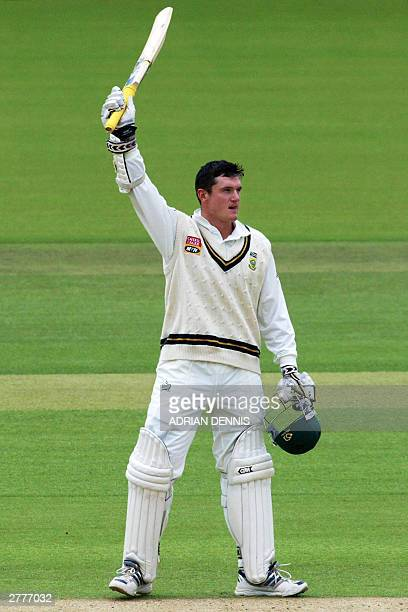 File photo taken 01 Agust 2003 in London shows South African Captain and opening batsman Graeme Smith acknowledging the crowd after reaching his...