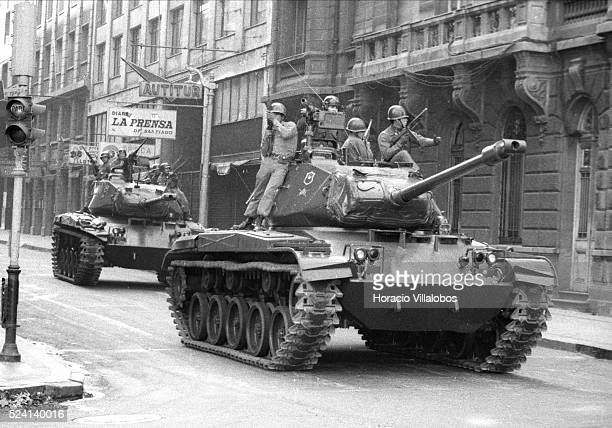 Tanks are coming towards La Moneda at ten in the during the coup d'etat led by Commander of the Army General Augusto Pinochet
