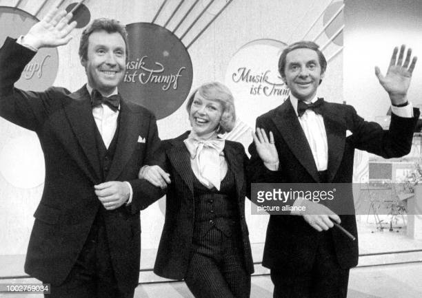 FILE A file picture dated 31 March 1970 shows Austrian entertainer Peter Alexander as guest star as the beloved show Musik ist Trumpf  is kicked off...