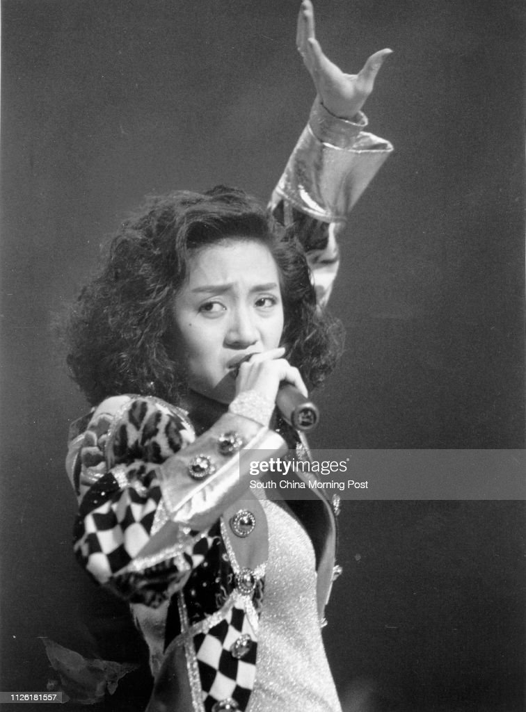 File picture of Anita Mui Yim-fong performing.  01 Novembr 1989 ( B/W Photo ) : News Photo