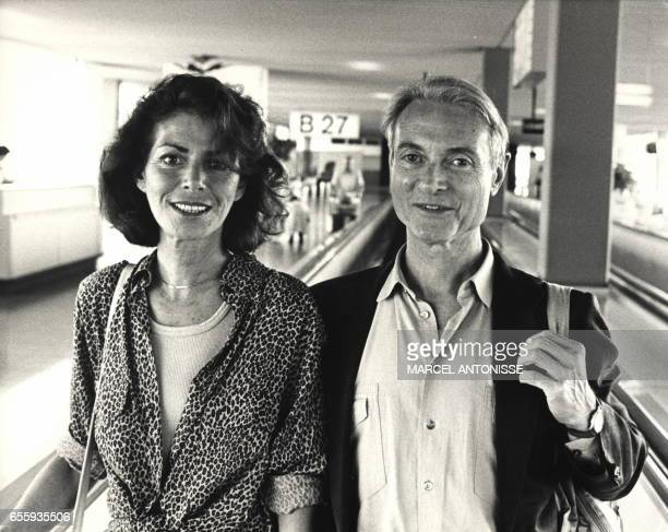 File picture taken 17 July 1987 in Amsterdam showing American painter Roy Lichtenstein and his wife Dorothy at Schipol Airport before thy board a...