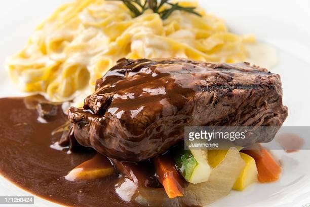 filet mignon al barolo - course meal stockfoto's en -beelden