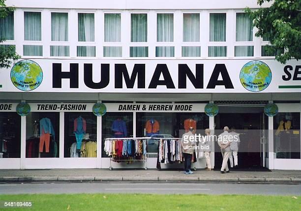 Filiale des Second-Hand Kaufhaus für Kleidung 'Humana' in der Lewishamstrasse - 2000