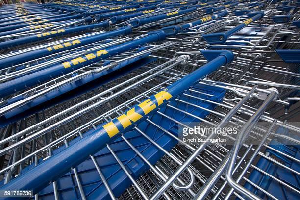 60 Hochwertige Einkaufswagen Ikea Bilder Und Fotos Getty Images