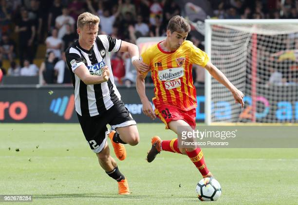 Filip Djuricic of Benevento Calcio vies with Antonin Barak of Udinese Calcio during the serie A match between Benevento Calcio and Udinese Calcio at...