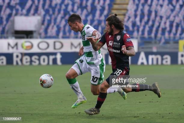 Filip Djuricic of US Sassuolo Calcio competes for the ball with Nahitan Nandez of Cagliari Calcio during the Serie A match between Cagliari Calcio...