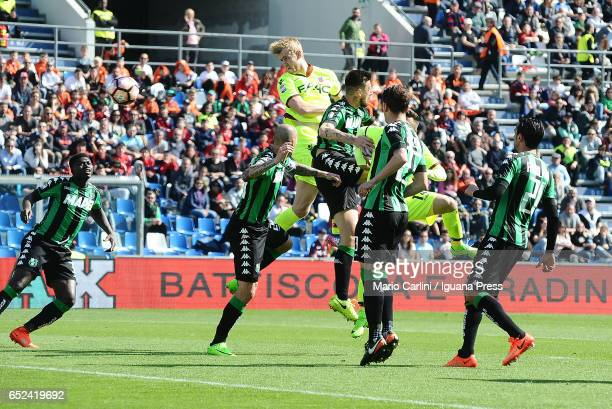 Filip Helander of Bologna FC heads the ball towards the goal during the Serie A match between US Sassuolo and Bologna FC at Mapei Stadium Citta' del...