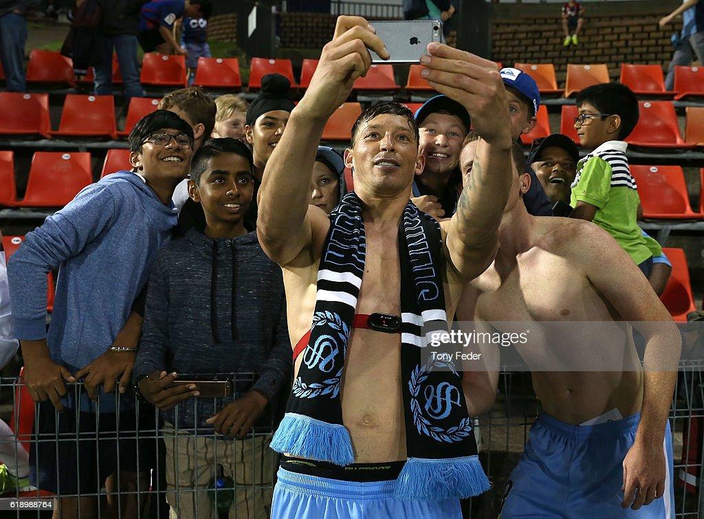 A-League Rd 4 - Newcastle v Sydney