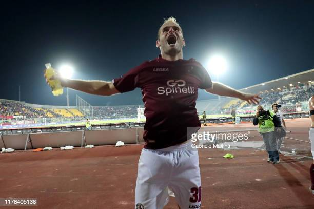 Filip Raicevic of AS Livorno celebrates the victory after during the Serie B match between AS Livorno and Pisa SC at Stadio Armando Picchi on October...