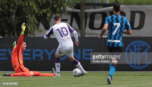 Filip Stankovic of FC Internazionale U19 makes a save on Louis Munteanu of ACF Fiorentina U19during the Primavera 1 TIM match between FC...