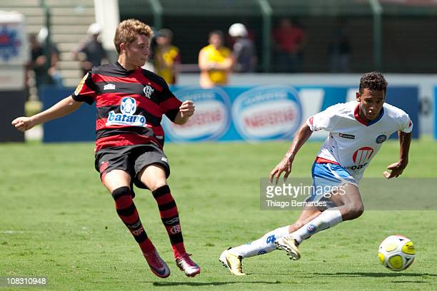 Filipe of Bahia struggles for the ball with Thomas of Flamengo during the final match of Sao Paulo Juniors Cup 2011 at Pacaembu Stadium on January 25...