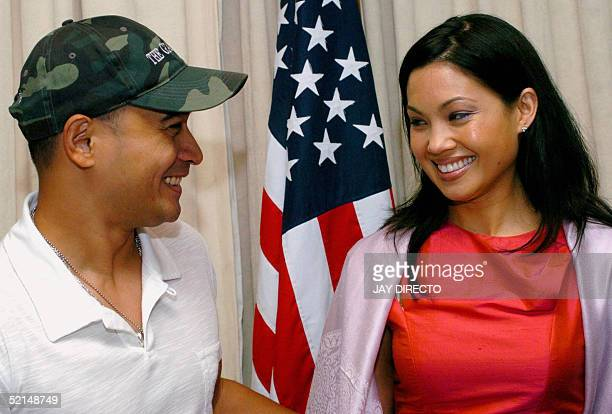 Filipino actor Cesar Montano and FilipinaAustralian actress Natalie Mendoza smile as they pose in Manila 07 February 2005 during a press conference...