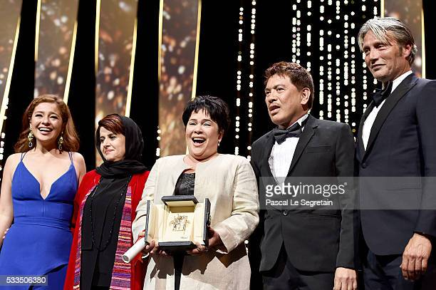 Filipino actress Jaclyn Jose poses on stage with her daughter Filipino actress Andi Eigenmann Iranian producer and member of the Jury Katayoon...