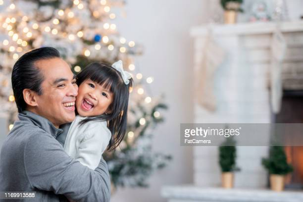 filipino family at christmas - filipino christmas family stock pictures, royalty-free photos & images