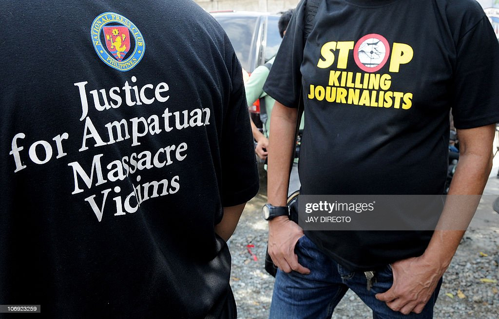 Filipino journalists rally outside a jai : News Photo