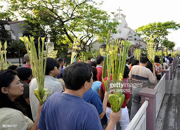 Filipino Roman Catholics troop to churches in Manila on March 16 2008 The Palm Sunday mark the start of the lenten season in this largely Roman...