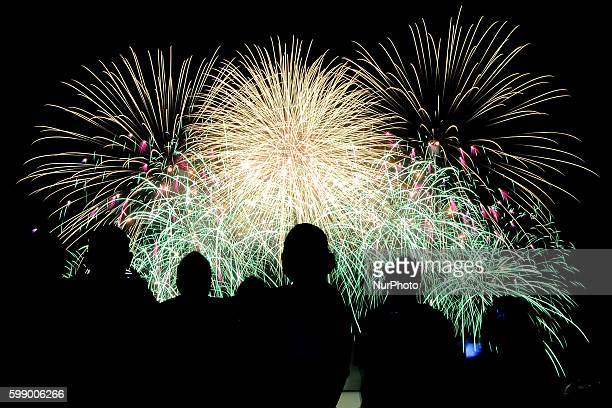 Filipinos watch a fireworks display from Team Finland's Oy Pyroman Finland Limited during the 5th Philippine International Pyromusical Competition in...