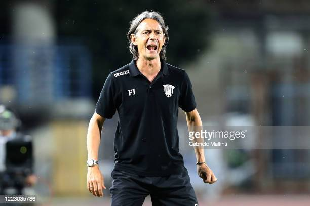 Filippo Inzaghi manager of Benevento Calcio looks on during the serie B match between FC Empoli and Benevento Calcio at the Stadio Carlo Castellani...