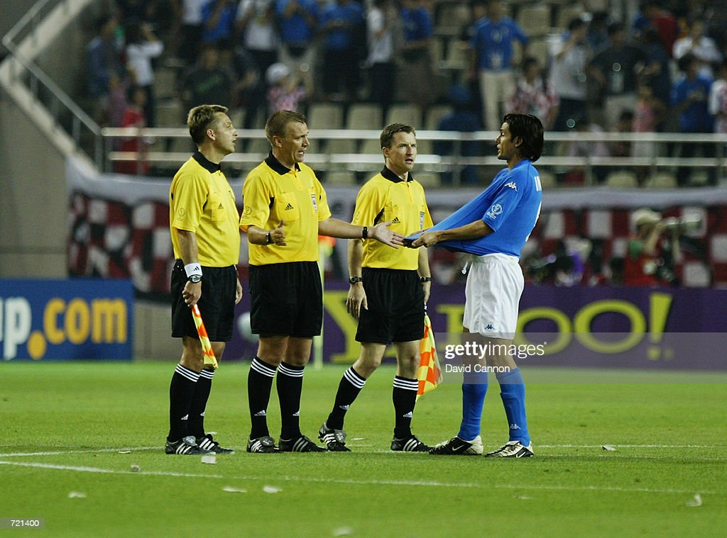 Filippo Inzaghi of Italy argues with the referee Graham Poll after the disallowed goal at the end of the match during the FIFA World Cup Finals 2002 Group G match between Italy and Croatia played at the Ibaraki-Prefecutural Kashima Soccer Stadium, in Ibaraki, Japan on June 8, 2002. Croatia won the match 2-1. DIGITAL