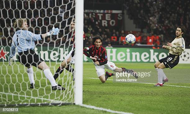 Filippo Inzaghi of Milan scores the first goal against goalkeeper Oliver Kahn of Bayern Munich during the UEFA Champions League Round of 16 second...