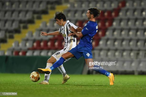 Filippo Rnocchi of Juventus U23 competes for the ball with Alessandro Bellomo of Como during the Serie C match between Juventus U23 and Como at...
