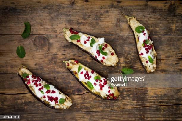 filled aubergine, couscous, yogurt sauce, mint and pomegranate seeds - couscous marocain photos et images de collection