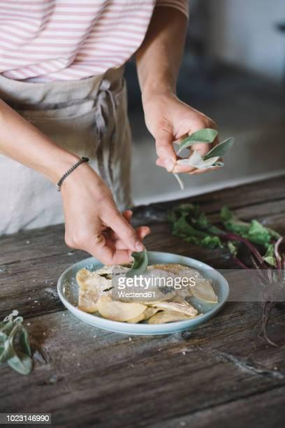 filled ravioli on plate, sage - selbstgemacht stock-fotos und bilder