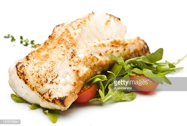 Fillet of fish with green salad