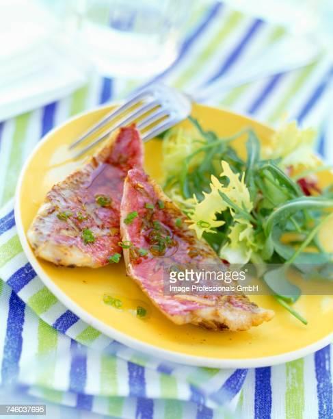 fillets of mullet with lettuce