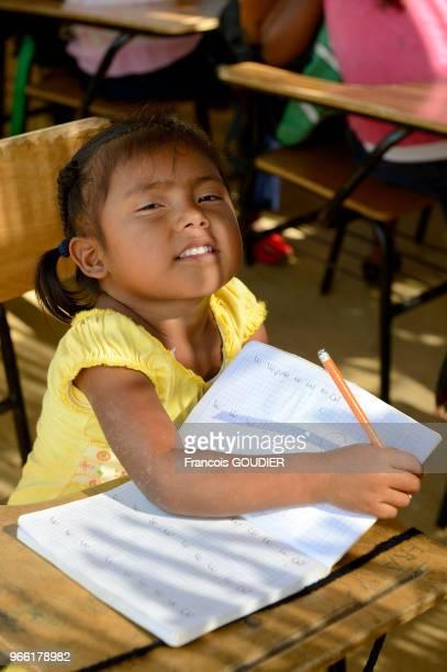 Fillette Wayuu à l'école d'un village près de Punta Gallinas dans la région de la Guajira 20 mars 2015 Colombie
