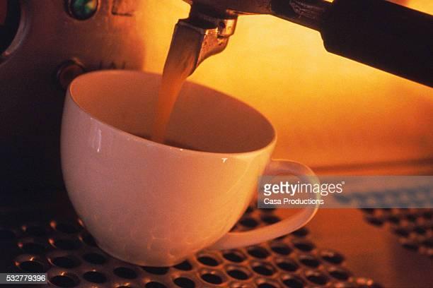 filling coffee cup at espresso machine - casa stockfoto's en -beelden