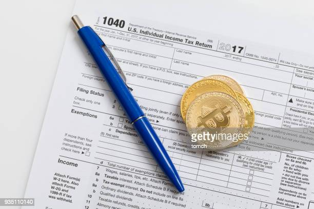 filling in the tax return - 1040 tax form stock photos and pictures