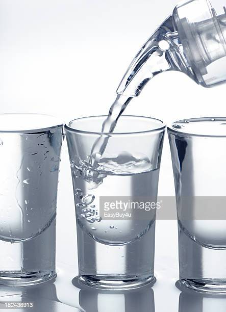 Preencher Copo Pequeno para Bebida Alcoólica