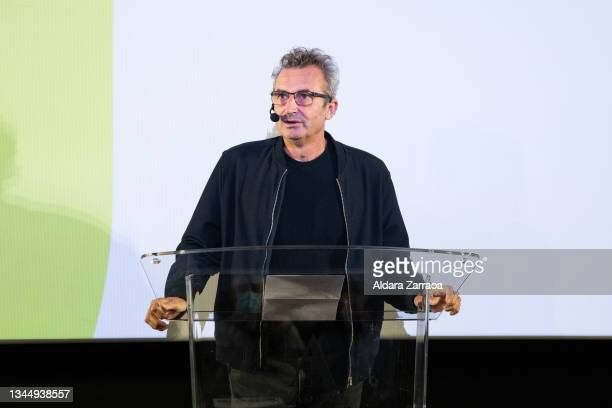 Film Academy president Mariano Barroso speaks at the announcement of the Spanish film candidate to Oscars 2002 at the Film Academy on October 05,...