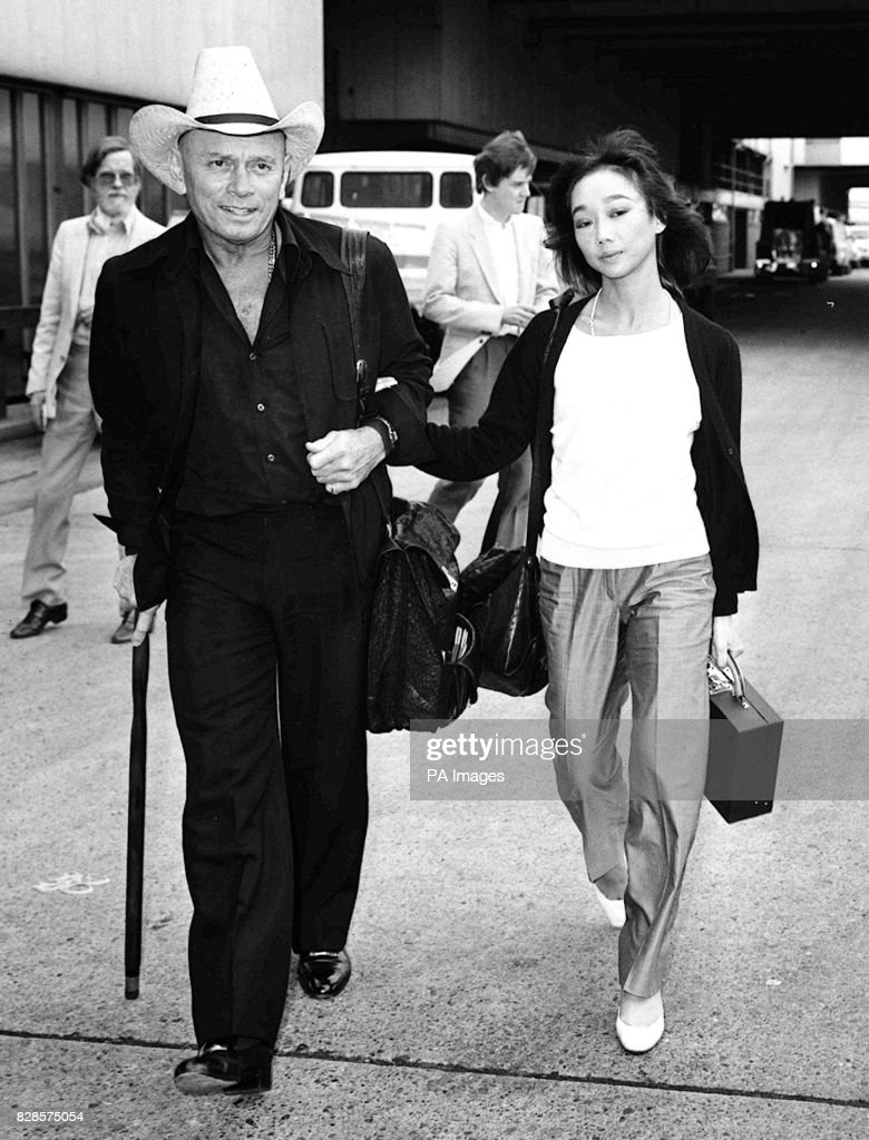 film actor yul brynner with his wife of two months 25. Black Bedroom Furniture Sets. Home Design Ideas