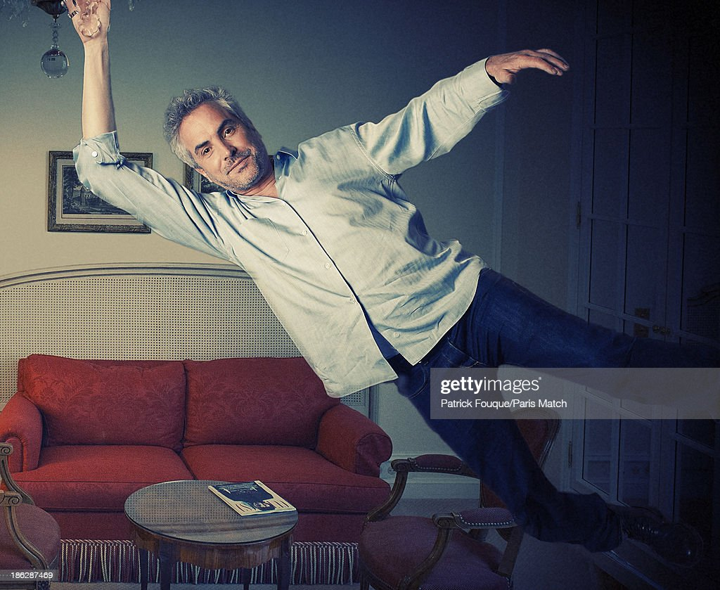 Alfonso Cuaron, Paris Match Issue 3362, October 30, 2013