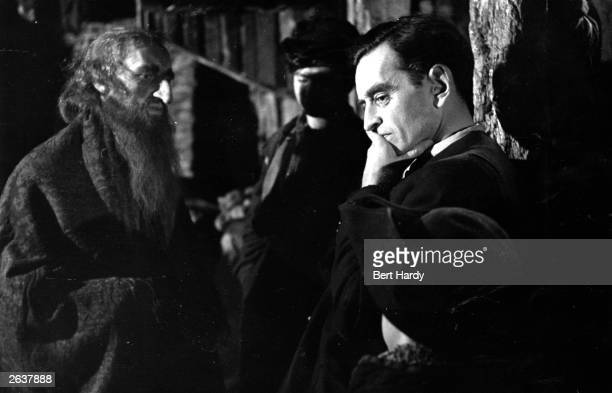 Film director David Lean ponders the next scene with actor Alec Guinness , who plays 'Fagin' in the new film version of 'Oliver Twist' for Rank and...