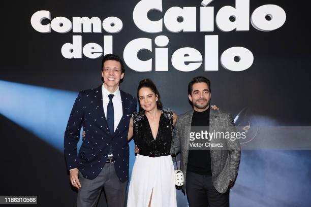 "Film director Jose Pepe Bojorquez, Ana Claudia Talancon and Omar Chaparro attend the red carpet of Netflix film ""Como Caido del Cielo"" at Cinemex..."