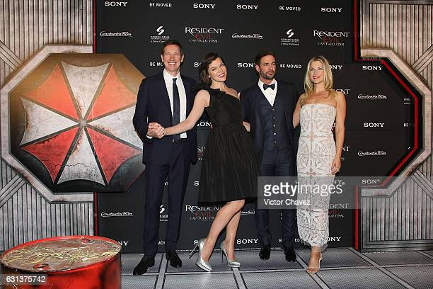 Film director Paul WS Anderson actresses Milla Jovovich Ali Larter and actor William Levy attend the Resident Evil The Final Chapter Mexico City...