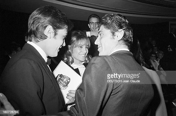 Film Night In Paris A Paris le 24 novembre 1967 L'acteur Alain DELON accompagné son épouse Nathalie et de Sacha DISTEL à la soirée 'La nuit du Cinéma'