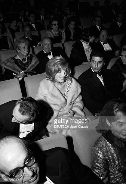 Film Premiere Red Desert By Michelangelo Antonioni. A Paris, le 28 octobre 1964, Première du film 'Désert rouge' du réalisateur italien Michelangelo...