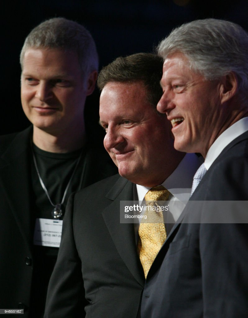 Film producer Stephen Bing, left, Ron Burkle, managing partn : Photo d'actualité