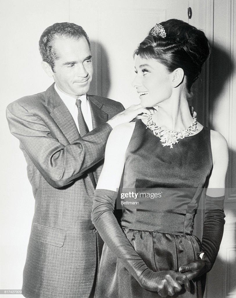 Audrey Hepburn Wearing Tiffany Diamond Necklace : News Photo